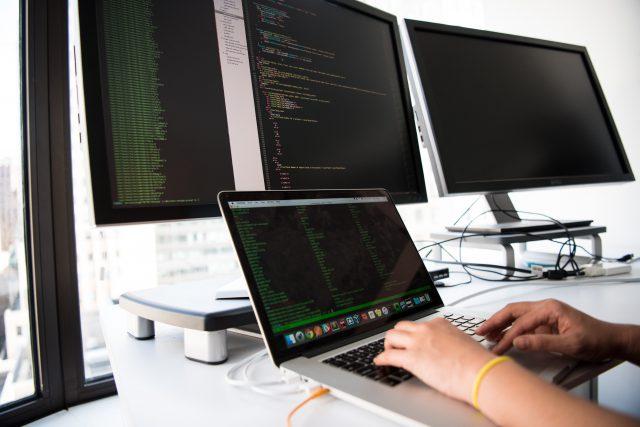 6 usług, które powinieneś wybrać do prowadzenia firmy w Internecie