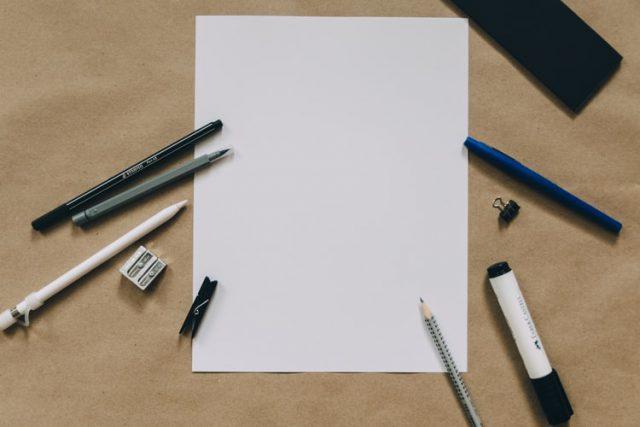 Niezbędne artykuły biurowe ułatwiające organizację pracy